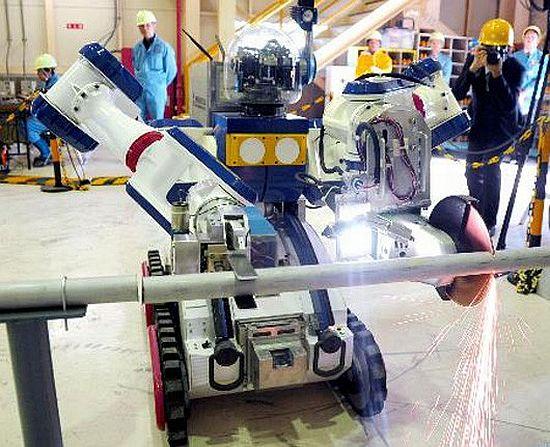 Elektrárnu ve Fukushimě uklízí robot