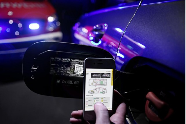 a-new-mercedes-benz-initiative-qr-code-that-can-save-lives_100428945_m