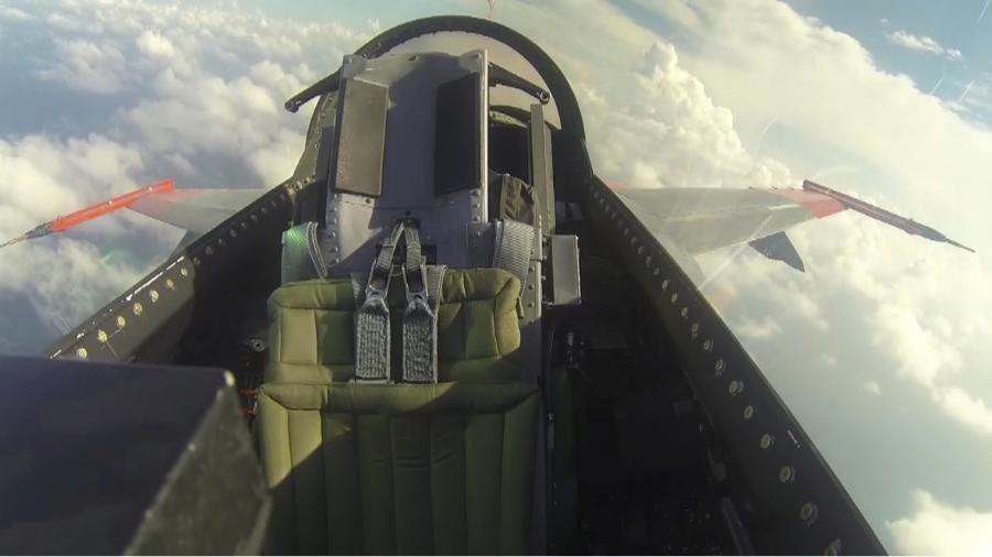 Stíhačka F-16 jako drone