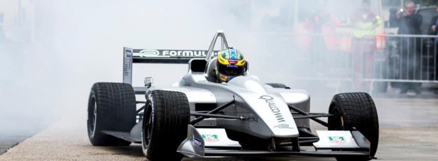 Formula E chystá bezdrátové dobíjení přímo při závodech