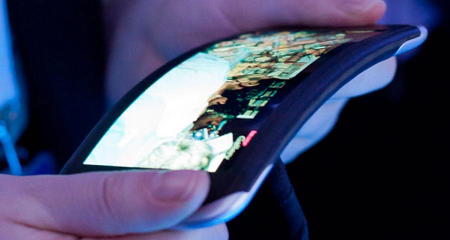 LG chystá na příští rok telefony s prohnutým displejem