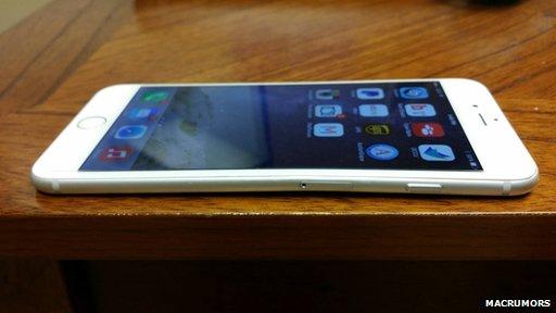 Nový iPhone 6 se při nošení v zadní kapse kalhot může prohnout