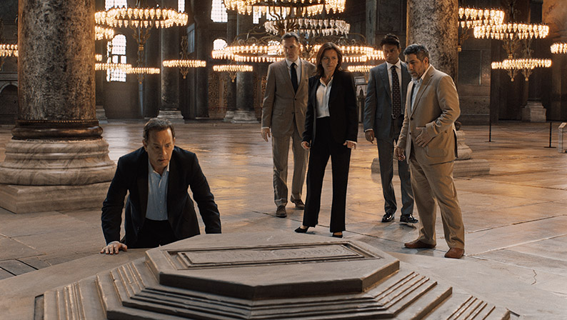Langdon (Tom Hanks) with Sinskey (Sidse Babett Knudsen) and Harry Sims (Irrfan Khan) in Columbia Pictures' INFERNO.