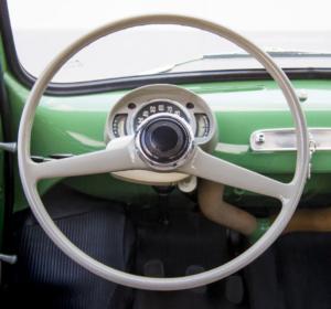"""Evoluce volantu – od jednoduchého věnce k """"řídicímu centru"""""""